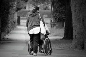 atencao-caminho-percorrido-cadeira-de-rodas-locamed