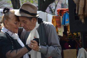casal-idosos-dancando-locamed