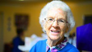 cuidados-aparencia-idosos-cuidador-locamed