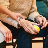 quando-necessario-cuidador-idosos-locamed