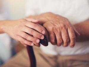 nao-negligenciar-cuidados-aos-idosos