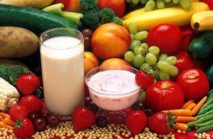 frutas-e-alimentos-derivados-leite-saude-musculos-idosos-locamed-bh